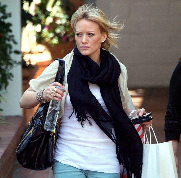 Voss on monien julkkisten suosikkijuoma. Näyttelijä Hilary Duff bongattiin ostosreissultaan Voss-pullo kourassaan.