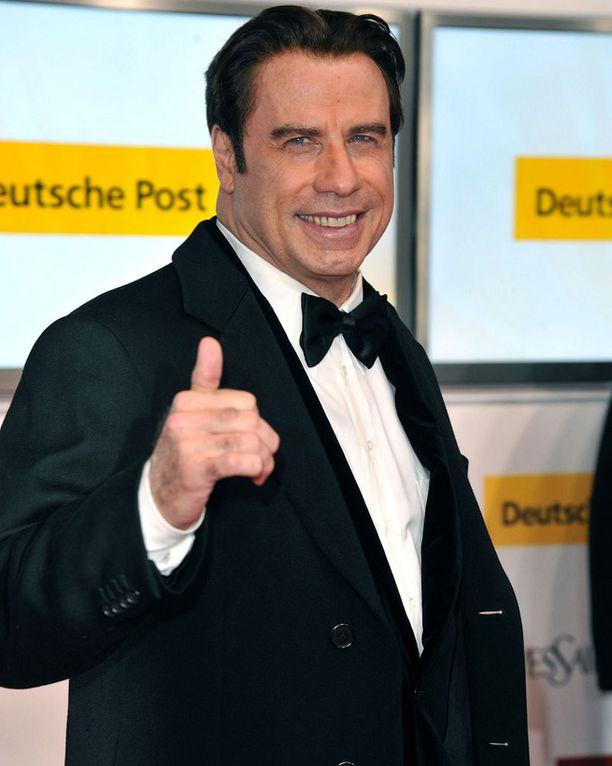 Travolta nähdään julkisissa tilaisuuksissa yleensä komeassa tukassa. Tukka ei vain ole hänen omaansa.