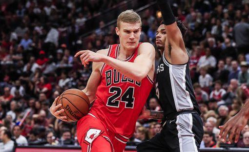 Lauri Markkanen pelasi yli 37 minuuttia San Antonio Spursia vastaan - selvästi eniten koko ottelussa.