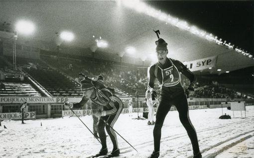 Illanvietossa syntyi idea, jonka nerous hoksattiin vuosikausia myöhemmin – Olympiastadionin ampumahiihtokisa ei kiinnostanut juuri ketään