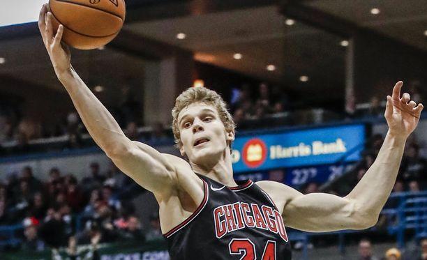 Lauri Markkanen keräsi 12 pistettä New York Knicksiä vastaan. Kuvassa Markkanen Chicago Bullsin ja Milwaukeen ottelussa 26.12.2017.