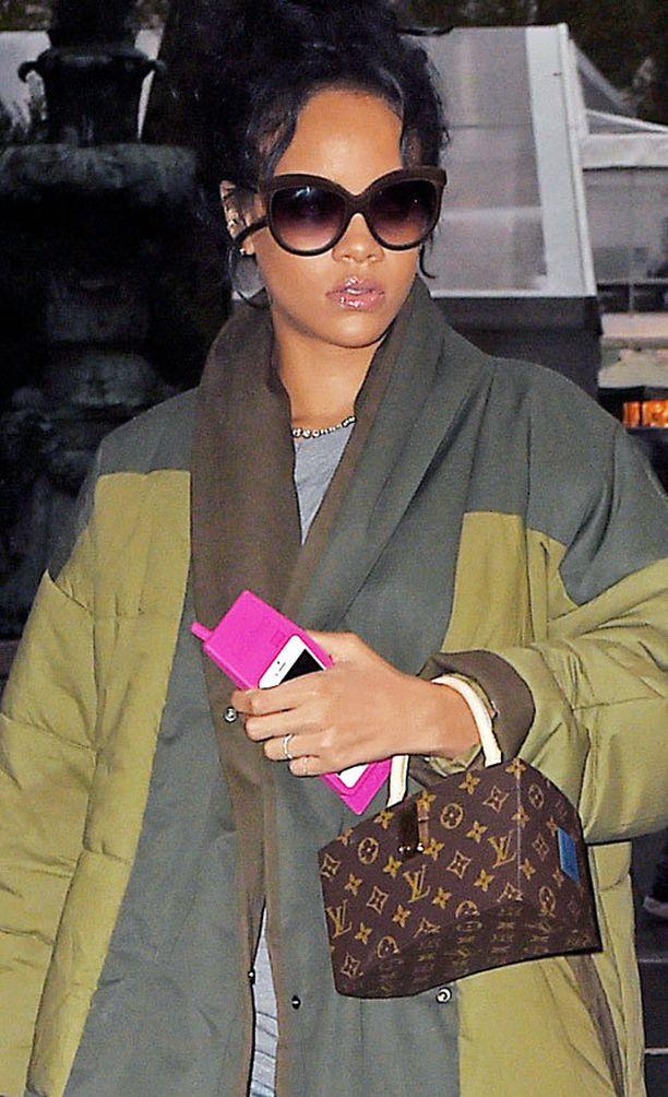 Rihanna ja Louis Vuitton Frank Gehry Twisted Box