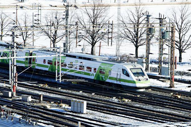 Junaliikenne on poikki Oulun ja Kemin välillä. Kuvituskuva.