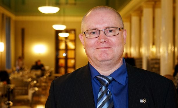 Perussuomalaisten Jari Lindström.
