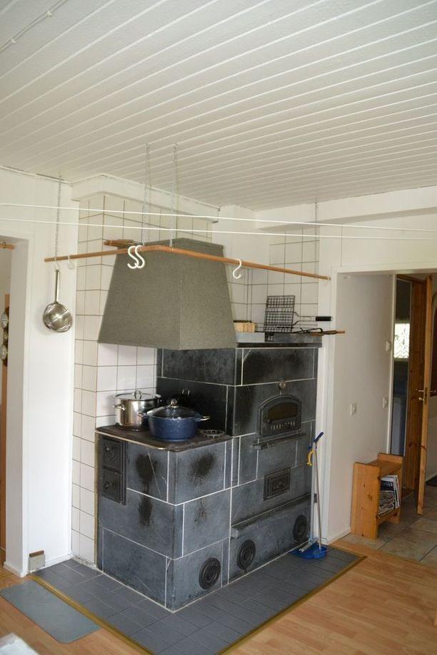 Hyrynsalmen talosta löytyy myös upea leivinuuni, jossa paistuvat vaikkapa kotitekoiset sämpylät.