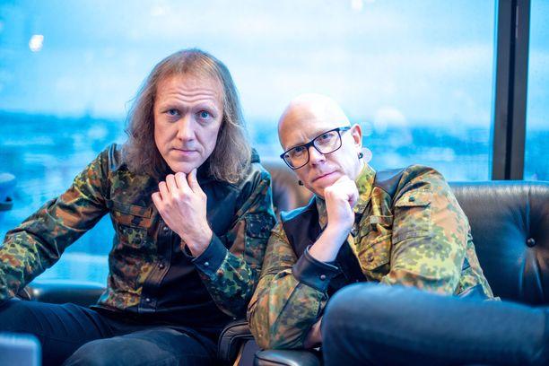 Sipe Santapukki ja Toni Wirtanen jakavat saman tuolin ja heidän päätöksensä ovat yhteisiä TVOF:issa.