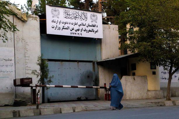 Ääri-islamistinen Taliban -järjestö noudattaa äärimmäisen tiukkaa Sharia-islamintulkintaa.