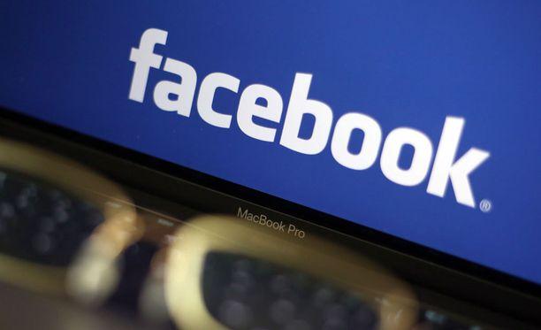 Salainen FB-ryhmä vihakirjoituksinen herätti keskustelun poliisin ammattietiikasta.