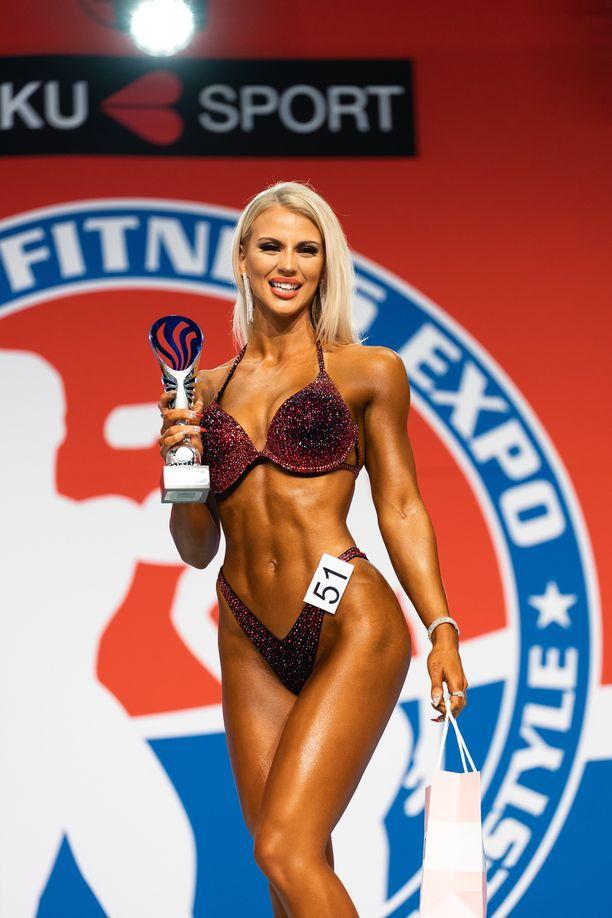 Rita Rajala voitti heti ensimmäisissä kisoissaan junioreiden SM-kultaa bikini fitnessissä.
