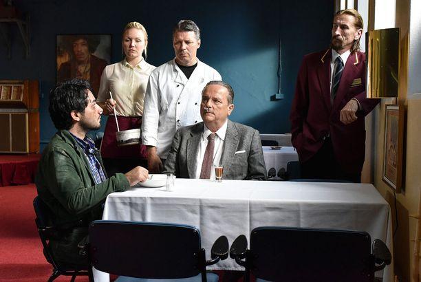Näyttelijöinä nähdään muun muassa Sherwan Haji, Nuppu Koivu, Janne Hyytiäinen, Sakari Kuosmanen ja Ilkka Koivula.