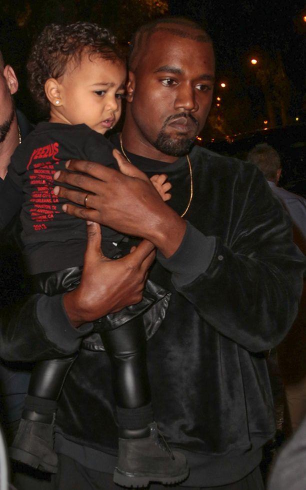Kaikkiaan pian 2-vuotta täyttävän Northin lahjoihin Kanye Westillä upposi sisäpiiriläisen mukaan 60 000 dollaria eli noin 48 000 euroa.