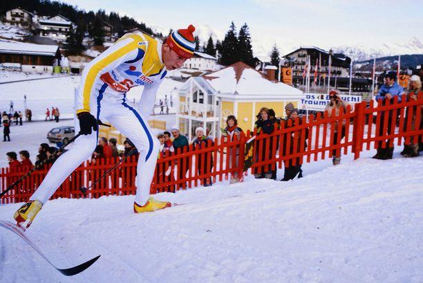 Gunde Svan voitti urallaan neljä olympiakultaa ja seitsemän maailmanmestaruutta. Tässä Svan on matkalla 30 kilometrin MM-kultaan Seefeldissä 1985.