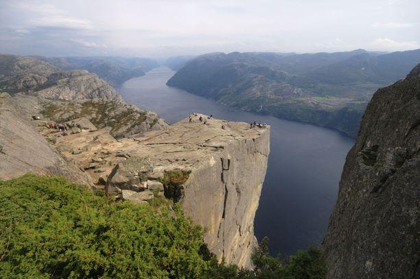 Preikestolen eli Saarnastuoli, suosittu käyntikohde Norjassa.