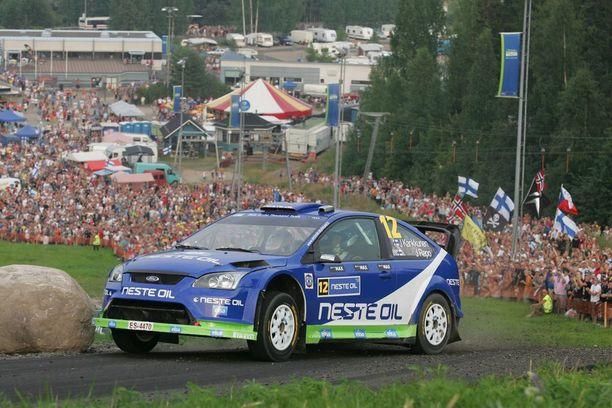 Juha Kankkunen ja kartanlukijakaimansa Juha Repo ajoivat M-Sportin autolla Jyväskylän MM-rallin vielä vuonna 2010. 51-vuotias Kankkunen näytti ajamisen mallia monille nuoremmilleen ja sijoittui lopputuloksissa kahdeksanneksi.
