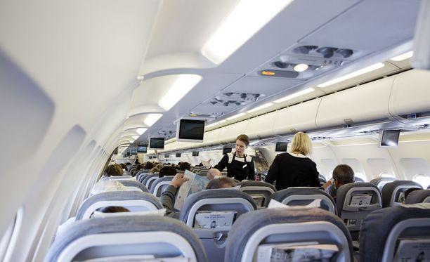 Veeran mukaan matkustajia istutettiin koneessa reilut kolme tuntia, minkä jälkeen tuli ilmoitus, että lento oli kokonaan peruttu. Kuvituskuva.