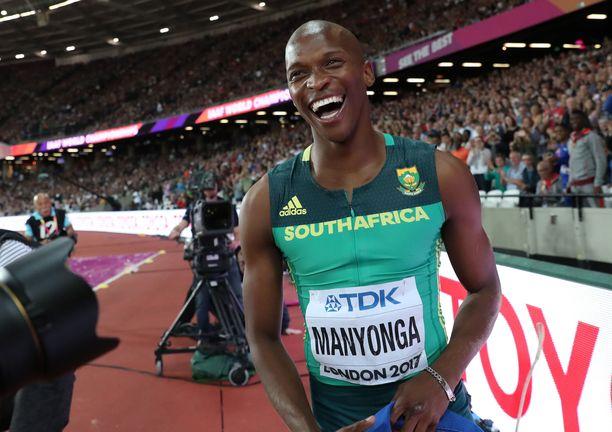 Luvo Manyonga juhli Lontoossa maailmanmestaruutta.