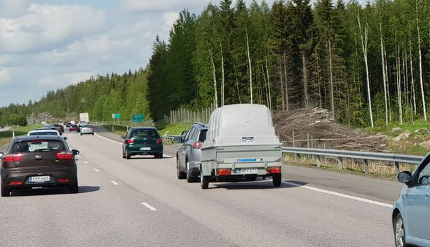 Poliisi odottaa juhannukseksi paljon liikennettä. Kuvituskuva.