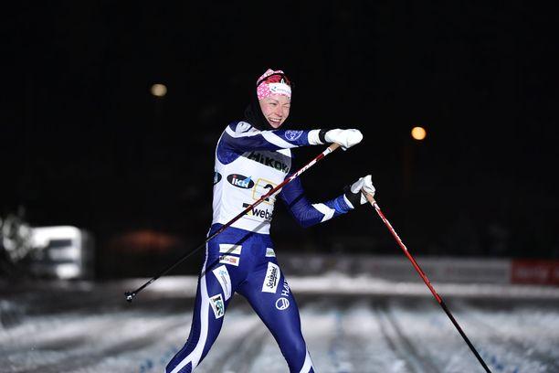 Anne Kyllönen ankkuroi Kainuun hiihtoseuran voittajana maaliin.