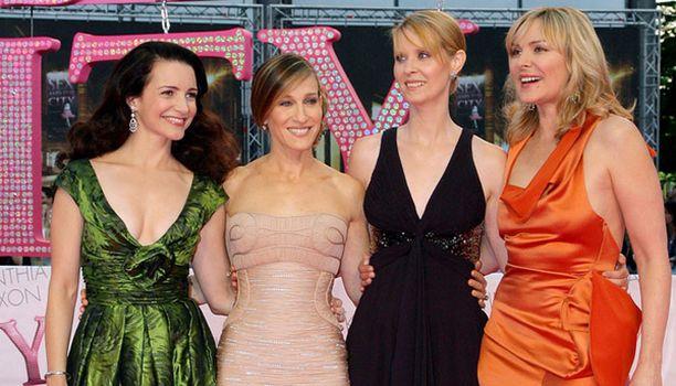 Kristin Davisille, Sarah Jessica Parkerille, Cynthia Nixonille sekä Kim Cattrallille ystävyys on kaikki kaikessa Sinkkuelämää-sarjassa.