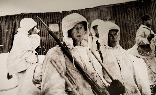 Sotilaita talvisodassa. Kuva näyttelystä.