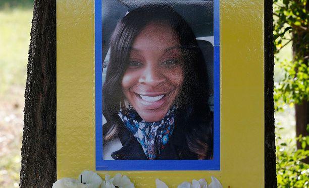 28-vuotiaan Sandra Blandin omaiset eivät usko hänen tehneen itsemurhaa.