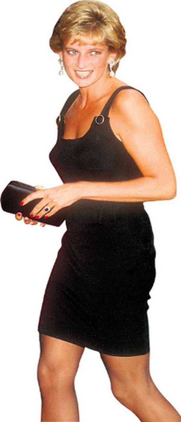 PARHAIMMILLAAN Pitkä ja hoikka prinsessa Diana näytti upealta pelkistetyssä pikkumustassaan.
