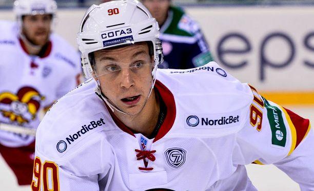 Johan Harju on sivussa illan ottelusta.