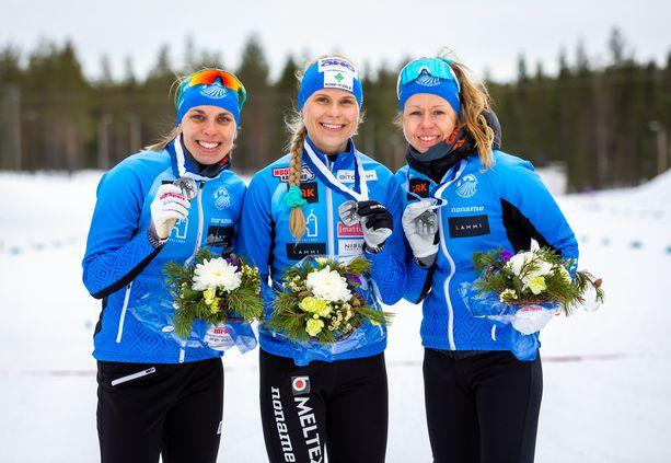 Maija Hakala (vas.), Anni Kainulainen ja Laura Mononen muodostavat kotimaan parhaan viestitrion.