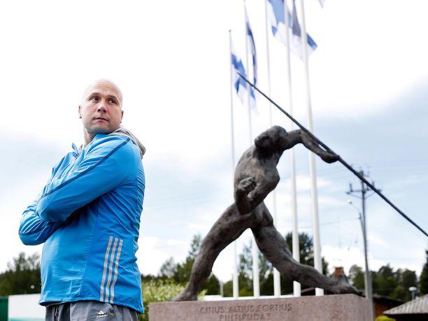 Mestarivalmentaja Petteri Piironen uskoo suomalaisen mieskeihäänheiton kirkkaaseen tulevaisuuteen.