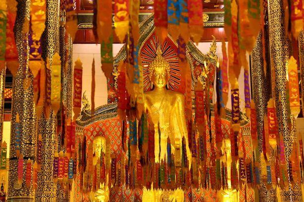 Temppelit koristellaan uudenvuoden kunniaksi.