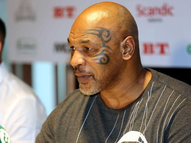Mike Tyson ei nouse kehään vielä syyskuussa.