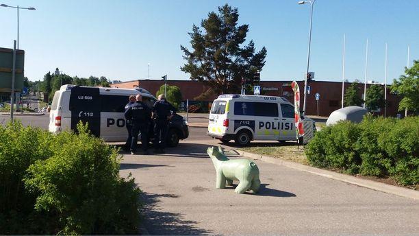 Mies pakeni poliisi Karakallion ja Lähderannan alueilla.