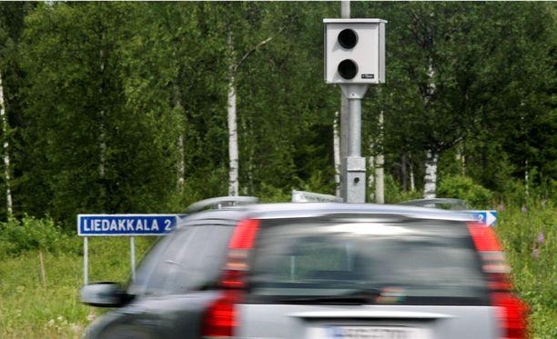 Poliisi suoritti viime viikolla vuorokauden mittaisen nopeusvalvontamaratonin, jossa tavoitti yli 5000 ylinopeutta ajannutta kuljettajaa. Kuvituskuva.