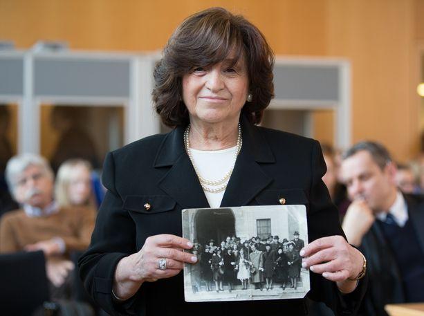 Angela Orosz Richt syntyi keskitysleirillä, mutta selvisi hengissä.