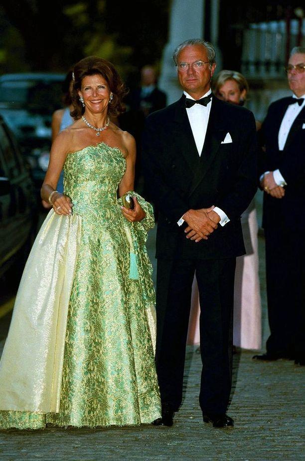 Kuningatar Silvia työskentelee aktiivisesti World Childhood Foundation -järjestössä.
