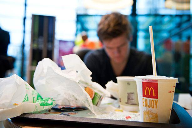 McDonald's tarjoaa hälytyksessä olleilla palomiehille ilmaiset ruuat.