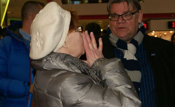 Timo Soini kuunteli kansalaisten mielipiteitä Rovaniemellä.