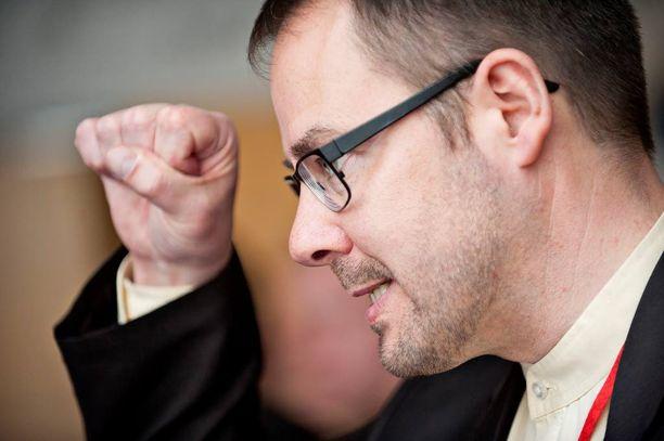 SDP:n puoluesihteeri Reijo Paananen ei hyväksy oikeusministerin lausuntoa tasa-arvoisesta avioliittolaista.