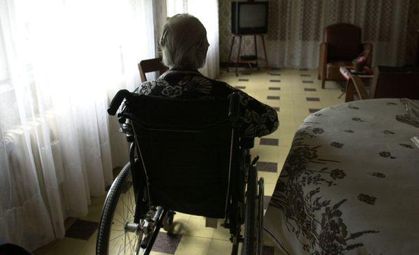 Yksinäisyys vaivaa erityisesti vanhuksia.