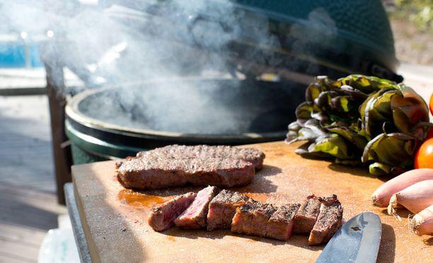Ruoka maistuu paremmalle, kun se kypsennetään puhtaassa grillissä.