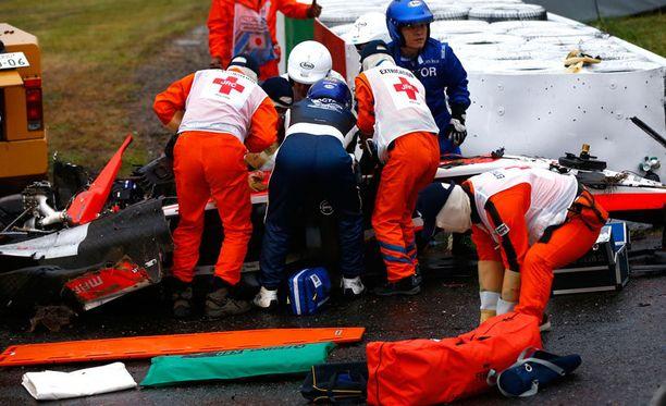 Lääkintähenkilökunta kiirehti Bianchin luokse. Ranskalaiskuljettaja siirrettiin ambulanssilla läheiseen sairaalaan.