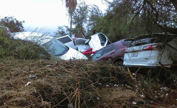 Lidia-myrsky on aiheuttanut tuhoja Meksikon Tyynenmeren rannikolla.