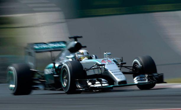 Lewis Hamilton ajoi paalupaikalle Unkarissa.