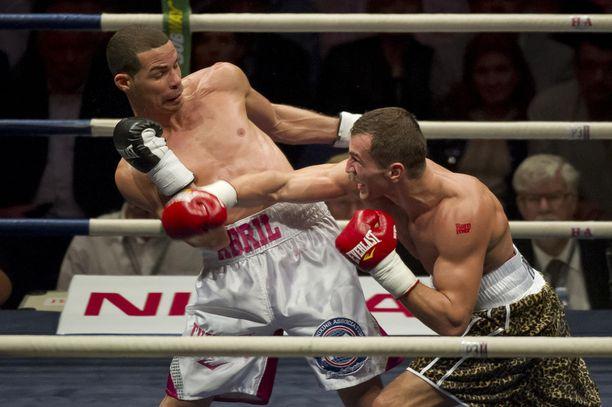 Edis Tatli otteli MM-tittelistä Richar Abrilia vastaan nelisen vuotta sitten.