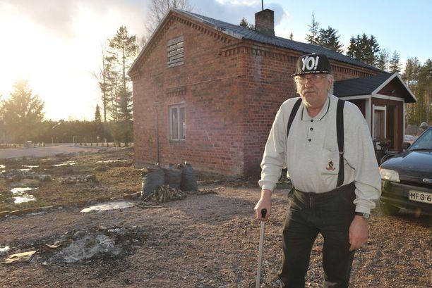 """Kurikassa asuva Pentti Hanka osti vanhan talon vanhuuden kodikseen. Hän pelästyi, kun Kela vaati häntä myymään kiinteistön. Kela piti saamiensa tietojen perusteella Hankaa vuokralaisena, jolla oli omaisuutena kaksi """"ylimääräistä """" tonttia."""