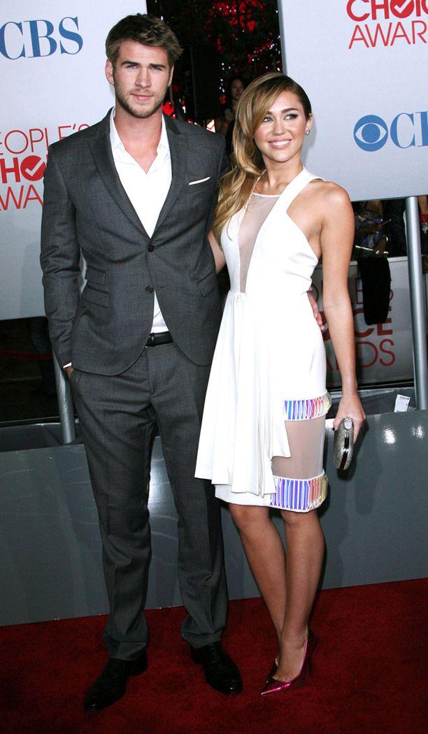 Liam Hemsworth ja Miley Cyrus vuonna 2012.