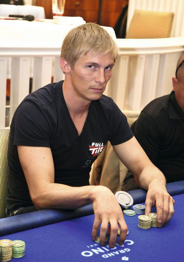 Thomas Wahlroos on yksi harvoista suomalaisista, joka on päässyt pokerin livetienesteissään yli miljoonan dollarin.