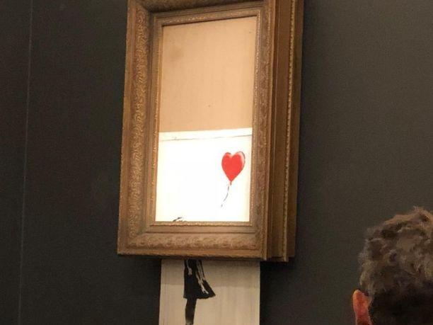 Taideteos repi itsensä kappaleiksi heti, kun se oli myyty.