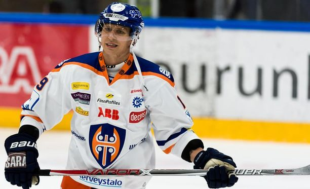 Veli-Matti Savinainen hukkasi läpiajon JYP-ottelun toisessa erässä.