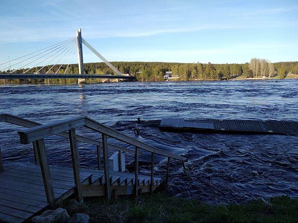 Tältä tulvat näyttävät Rovaniemen alueella tällä hetkellä.